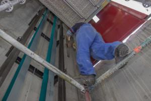 Senkrechtlift wird repariert